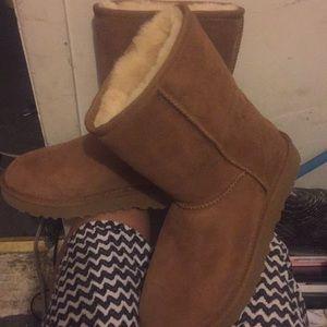 Tan uggs boot